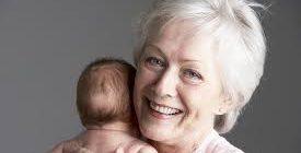 В России все больше женщин становятся матерями после 60 лет