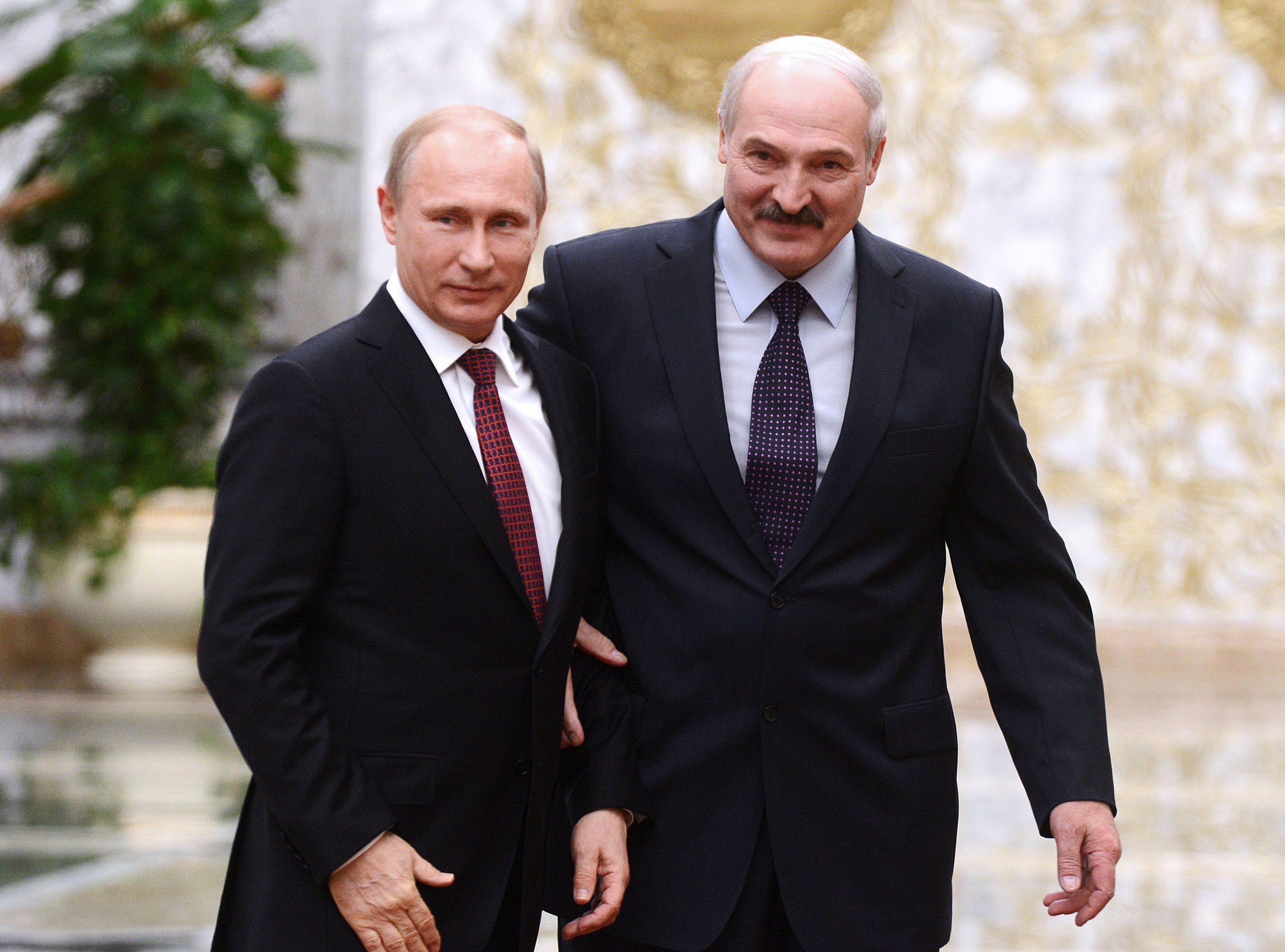 Путин и Лукашенко договорились об испытании вакцины от коронавируса на белорусах