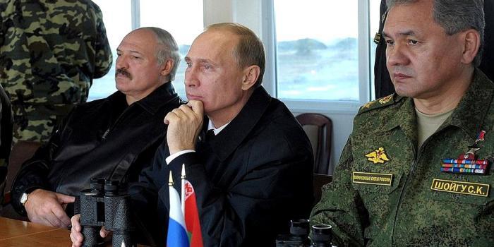 Беларусь стягивает военную технику к границе с Россией