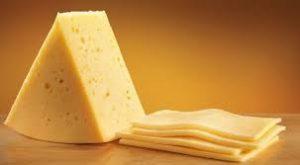 Диетолог рассказал, почему нельзя есть много сыра