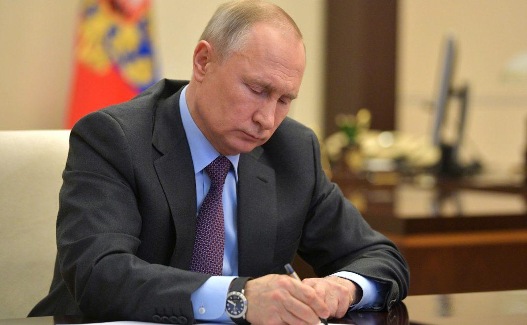 Путин подписал указ о новом порядке выплат на детей